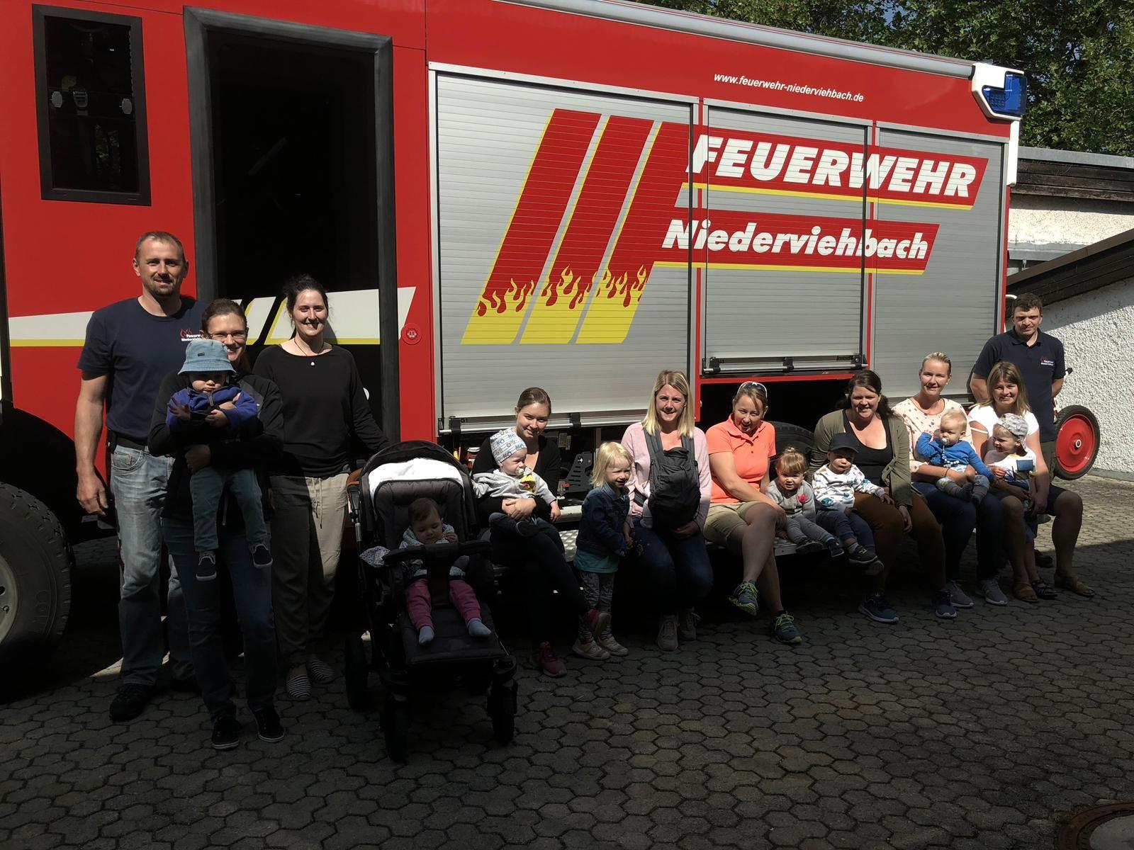 Mutter Kind Gruppe bei der Feuerwehr